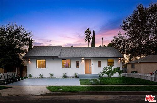 Photo of 5731 Hesperia Avenue, Encino, CA 91316 (MLS # 21785590)