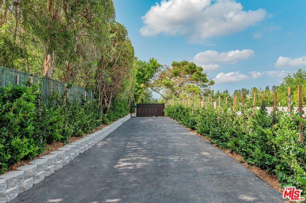Photo of 9454 Lloydcrest Drive, Beverly Hills, CA 90210 (MLS # 21748592)