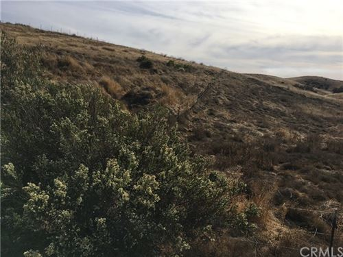 Photo of 5020 White Tail Place, Paso Robles, CA 93446 (MLS # NS19278595)
