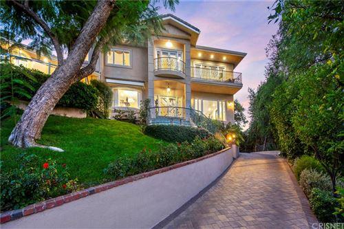 Photo of 4991 Brewster Drive, Tarzana, CA 91356 (MLS # SR21219596)