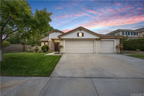 Photo of 26425 Puffin Place, Canyon Country, CA 91387 (MLS # SR21230596)
