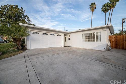 Photo of 1318 N Beachwood Drive, Burbank, CA 91506 (MLS # BB21003598)
