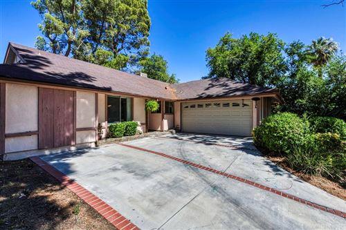 Photo of 27937 Featherstar Avenue, Saugus, CA 91350 (MLS # SR21141598)