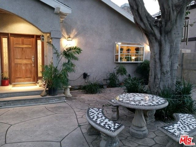 Photo of 13580 Oxnard Street, Van Nuys, CA 91401 (MLS # 21694604)