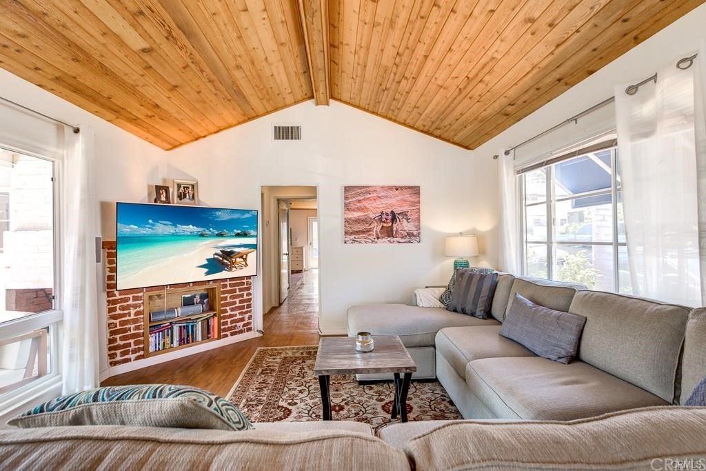 Photo of 420 Fernleaf Avenue, Corona del Mar, CA 92625 (MLS # NP21152605)