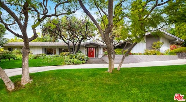 Photo of 811 N Hillcrest Road, Beverly Hills, CA 90210 (MLS # 21747606)