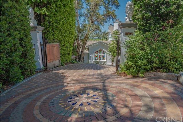Photo of 3876 Eureka Drive, Studio City, CA 91604 (MLS # SR20080606)