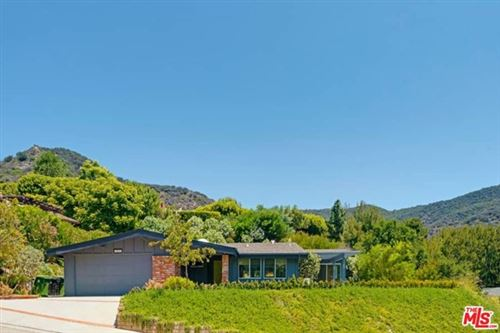 Photo of 16633 BIENVENEDA Place, Pacific Palisades, CA 90272 (MLS # 21681610)