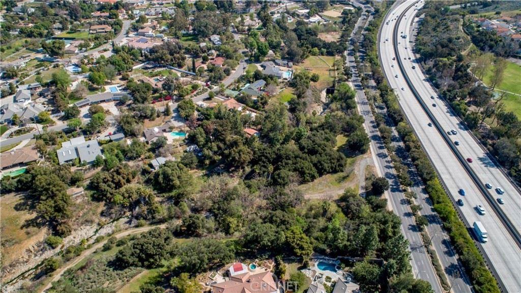 Photo of 865 W Hillcrest Drive, Thousand Oaks, CA 91360 (MLS # SR21036614)