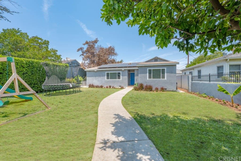 Photo of 13655 Chandler Boulevard, Sherman Oaks, CA 91401 (MLS # SR21127614)