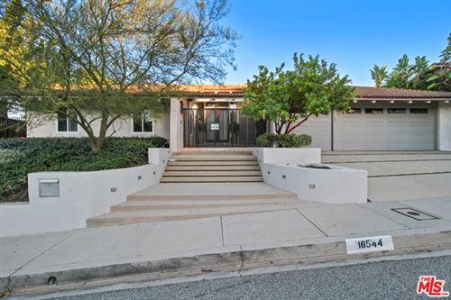 Photo of 16544 Park Lane Circle Circle, Los Angeles, CA 90049 (MLS # 21699616)