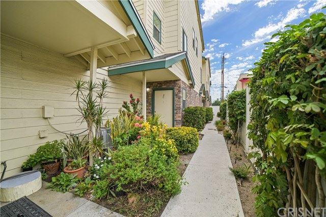 Photo of 322 Raymond Avenue #9, Glendale, CA 91201 (MLS # SR21090616)