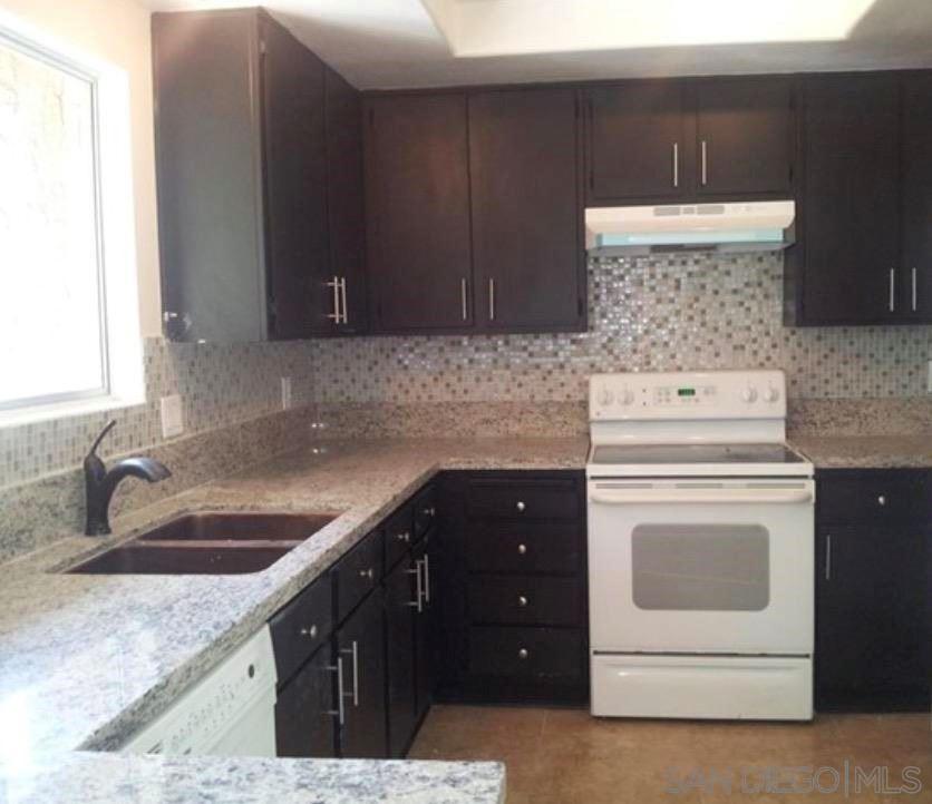 334 Ivy Ln, Fallbrook, CA 92028 - MLS#: 210019621