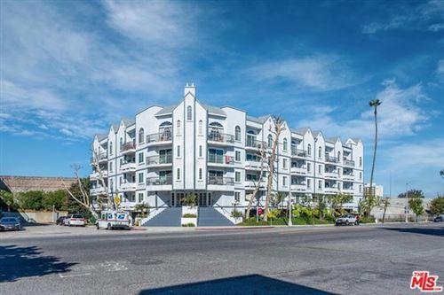 Photo of 4401 S Sepulveda Boulevard #204, Sherman Oaks, CA 91403 (MLS # 21694622)