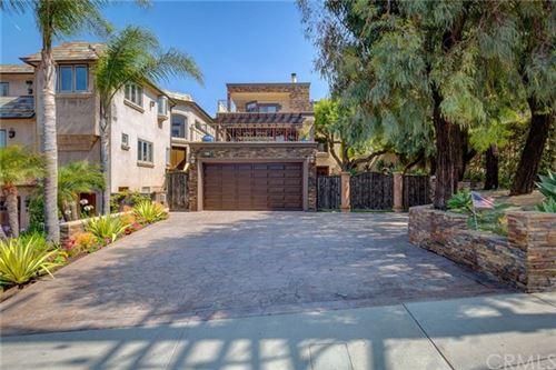 Photo of 943 Duncan Avenue, Manhattan Beach, CA 90266 (MLS # SB20102622)