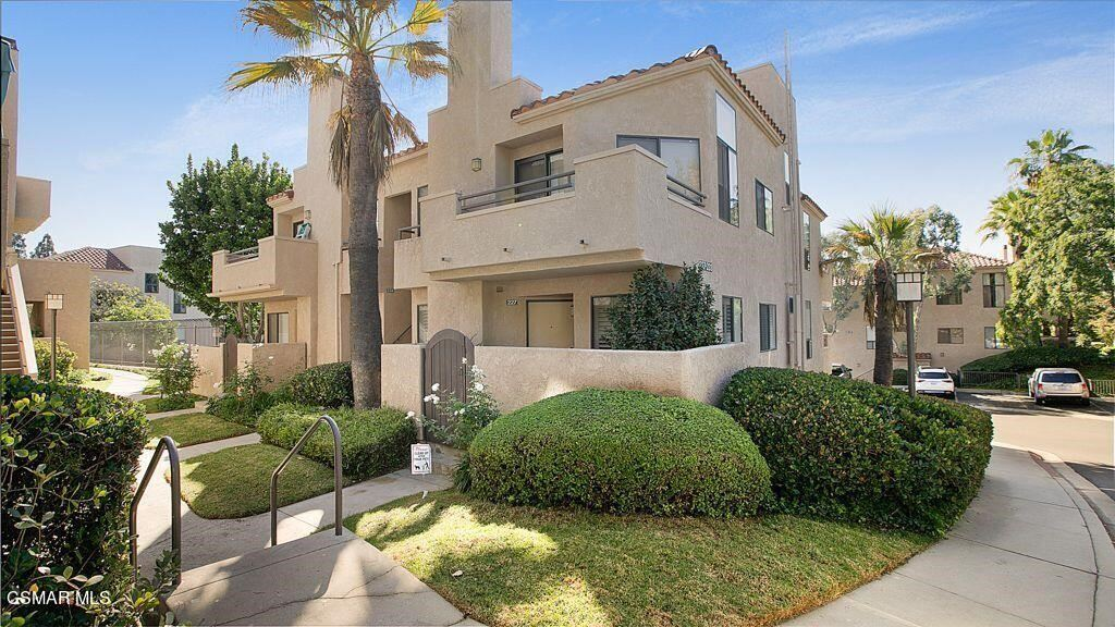 Photo of 233 Mcafee Court, Thousand Oaks, CA 91360 (MLS # 221005625)