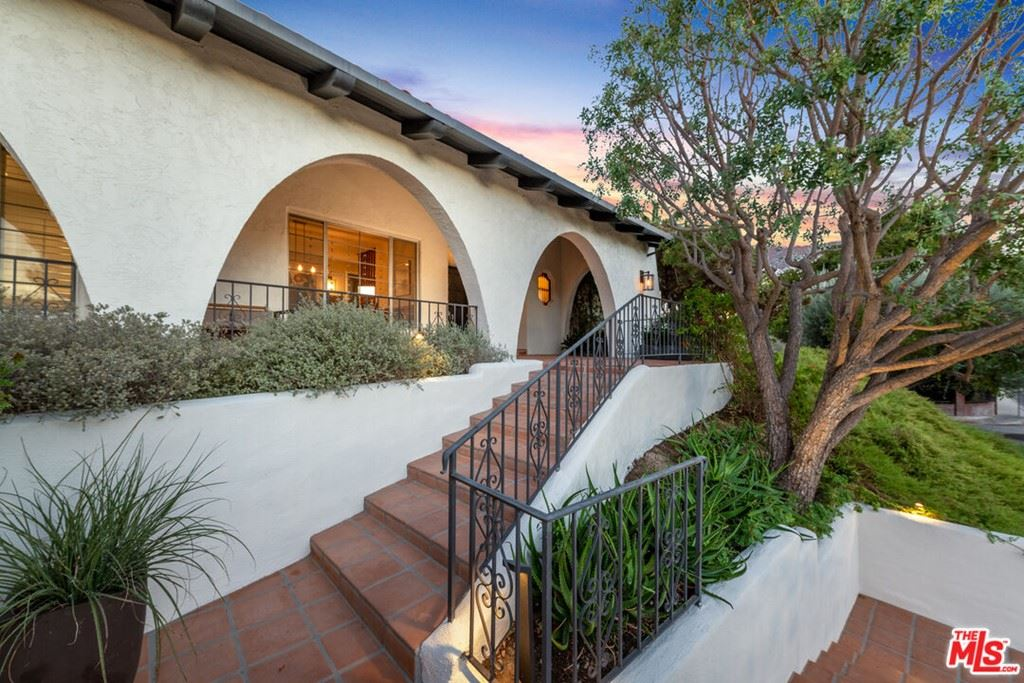 Photo of 4252 Clear Valley Drive, Encino, CA 91436 (MLS # 21795626)