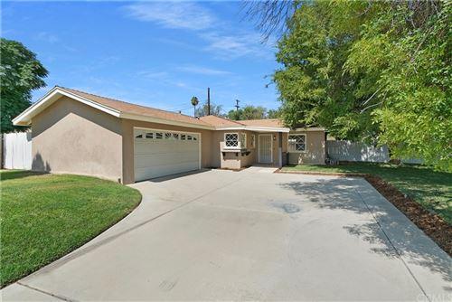 Photo of 8705 San Vicente Avenue, Riverside, CA 92503 (MLS # IV21205629)