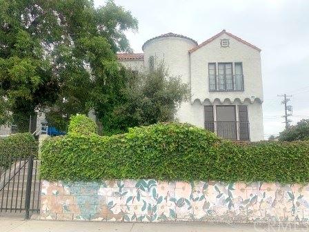 Photo of 102 N Oxford Avenue #2, Los Angeles, CA 90004 (MLS # SB20251632)