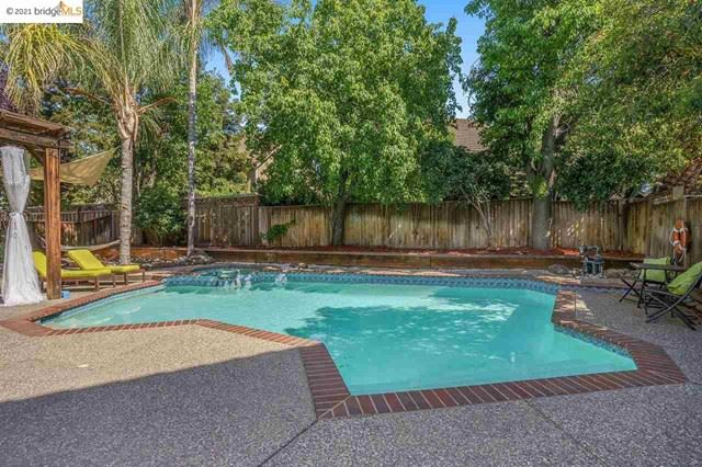 Photo of 692 Summerwood Dr, Brentwood, CA 94513 (MLS # 40949635)