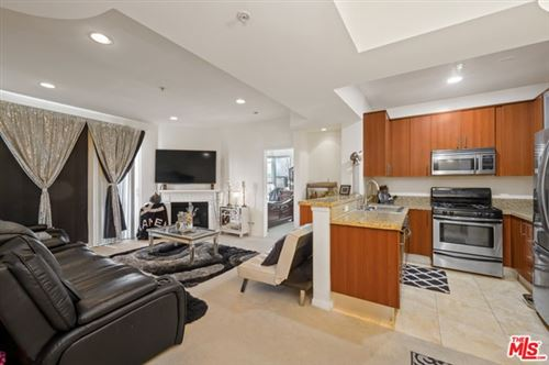Photo of 620 S Gramercy Place #302, Los Angeles, CA 90005 (MLS # 20597636)