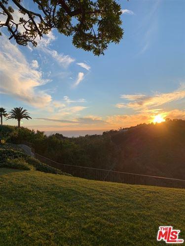 Photo of 925 Enchanted Way, Pacific Palisades, CA 90272 (MLS # 21690636)