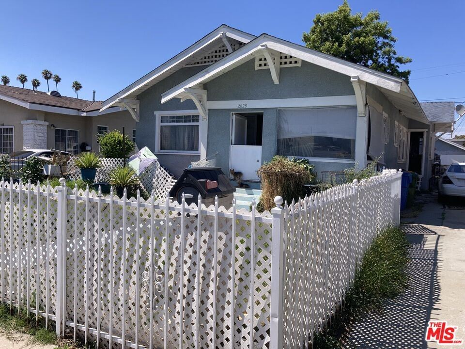 2029 W 41St Place, Los Angeles, CA 90062 - MLS#: 21785636