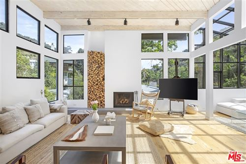 Photo of 4021 Mandeville Canyon Road, Los Angeles, CA 90049 (MLS # 21720638)