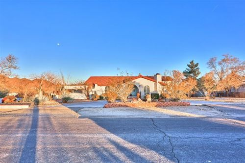 Photo of 15425 Myalon Road, Apple Valley, CA 92307 (MLS # 531638)