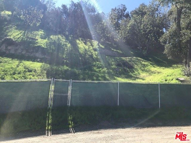 Photo for 3588 N Oakfield Drive, Sherman Oaks, CA 91423 (MLS # 19421638)