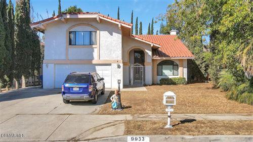 Photo of 9933 Glade Avenue, Chatsworth, CA 91311 (MLS # 221003642)