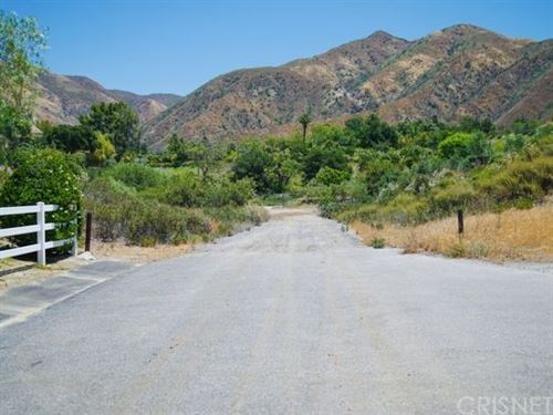 Photo of 1 Warm Springs Drive, Canyon Country, CA 91387 (MLS # SR21191642)