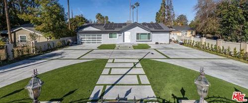 Photo of 23051 Burbank Boulevard, Woodland Hills, CA 91367 (MLS # 21680644)