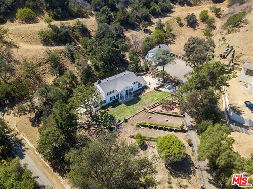 Photo of 12334 Viewcrest Road, Studio City, CA 91604 (MLS # 21784644)