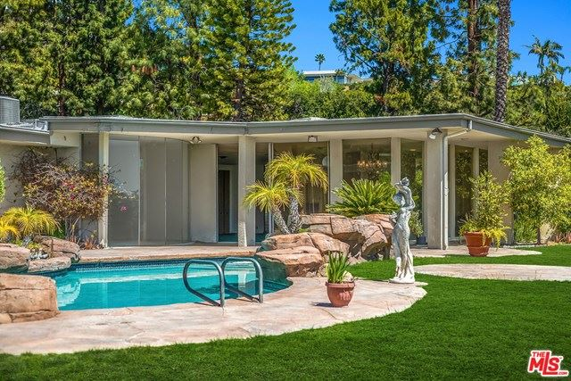 Photo of 1705 Loma Vista Drive, Beverly Hills, CA 90210 (MLS # 21726644)