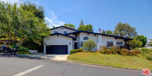 Photo of 11530 Dona Teresa Drive, Studio City, CA 91604 (MLS # 21749646)
