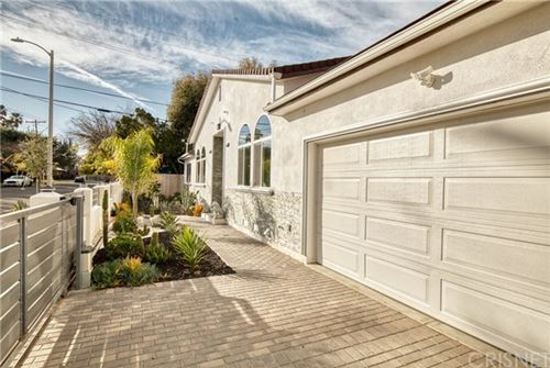 Photo of 18969 Hatteras St, Tarzana, CA 91356 (MLS # SR20017648)