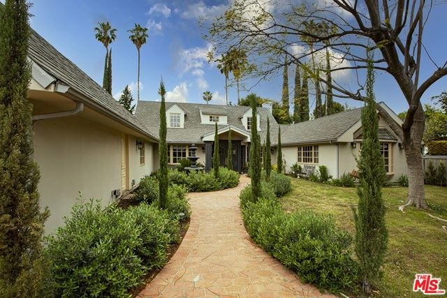 Photo of 4929 Hayvenhurst Avenue, Encino, CA 91436 (MLS # 21720648)