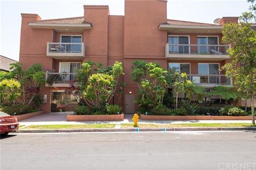 Photo of 10326 Almayo Avenue #103, Los Angeles, CA 90064 (MLS # SR21097649)
