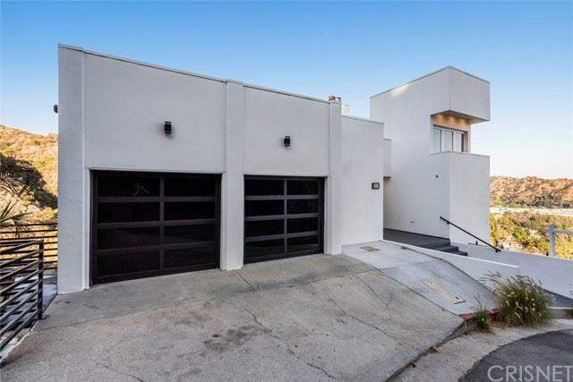 Photo of 1652 Gladys Drive, Glendale, CA 91206 (MLS # SR21114649)