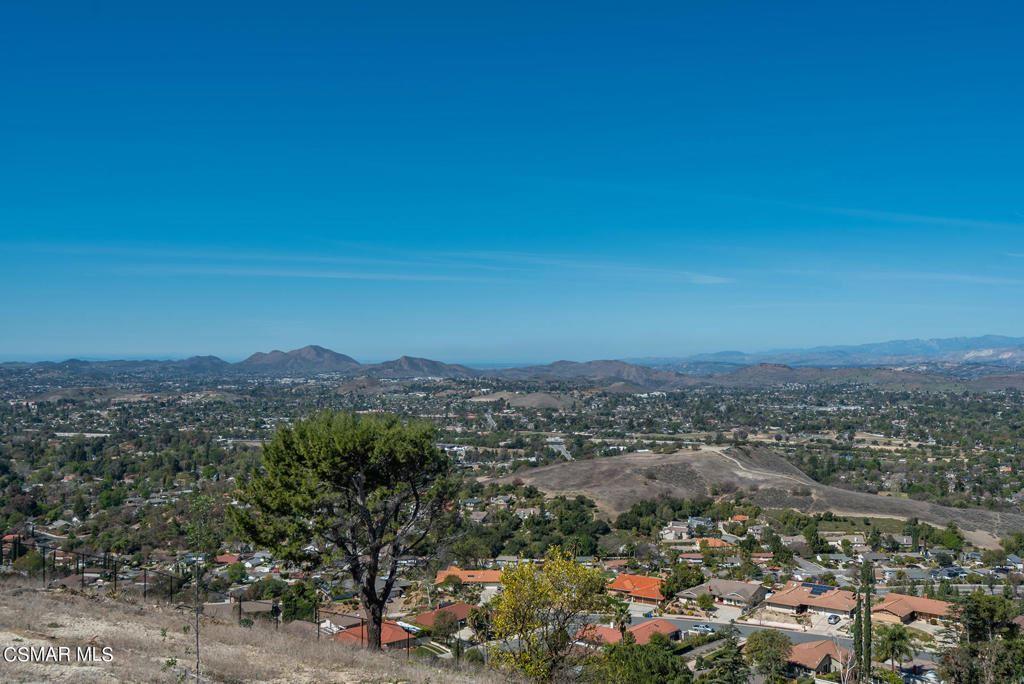 Photo of 2576 Sapra Street, Thousand Oaks, CA 91362 (MLS # 221001655)