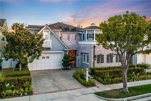 Photo of 17 Castaways N, Newport Beach, CA 92660 (MLS # NP21149664)