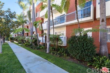 Photo of 10650 Kinnard Avenue #301, Los Angeles, CA 90024 (MLS # SR20243664)