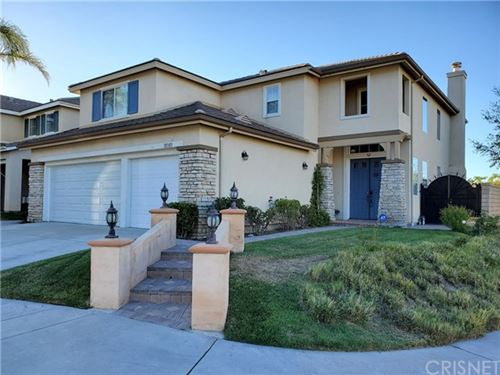 Photo of 18303 Shannon Ridge Place, Canyon Country, CA 91387 (MLS # SR20141667)