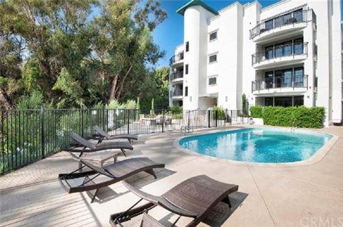 Photo of 441 S Barrington Avenue #309, Los Angeles, CA 90049 (MLS # NP21087670)
