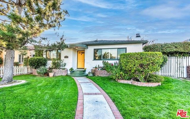 Photo for 5121 Auckland Avenue, North Hollywood, CA 91601 (MLS # 21696672)