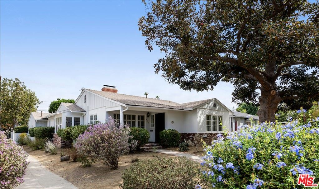 Photo of 4958 Willow Crest Avenue, North Hollywood, CA 91601 (MLS # 21783672)