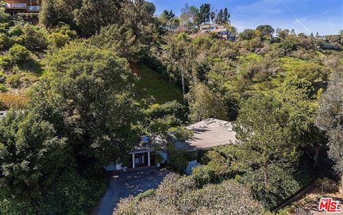 Photo of 1019 Kenfield Avenue, Los Angeles, CA 90049 (MLS # 21708674)