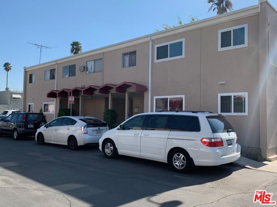 Photo for 7133 N Coldwater Canyon Avenue #15, North Hollywood, CA 91605 (MLS # 21693674)