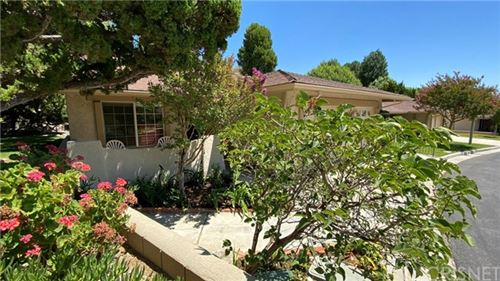 Photo of 26864 Oak Branch Circle, Newhall, CA 91321 (MLS # SR20136675)